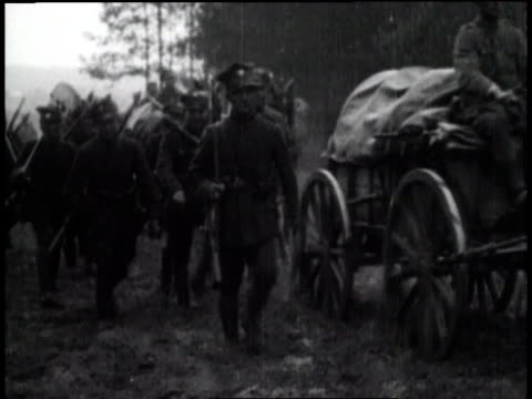 vídeos de stock e filmes b-roll de polish army troops invade soviet russia and lithuania to regain lost territory - 1919