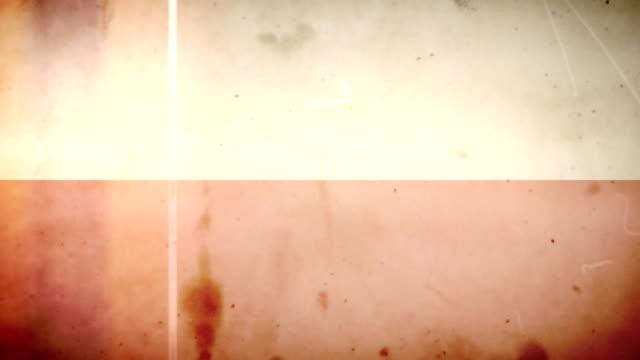 vídeos de stock e filmes b-roll de bandeira da polónia-grunge retro velho filme loop com áudio - fuga de luz