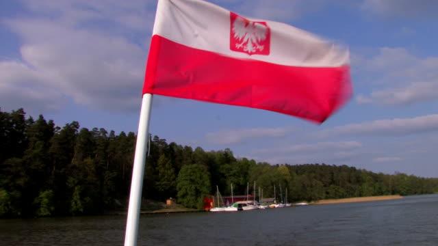 vídeos de stock e filmes b-roll de bandeira da polónia/ensign no vento de hd - boat