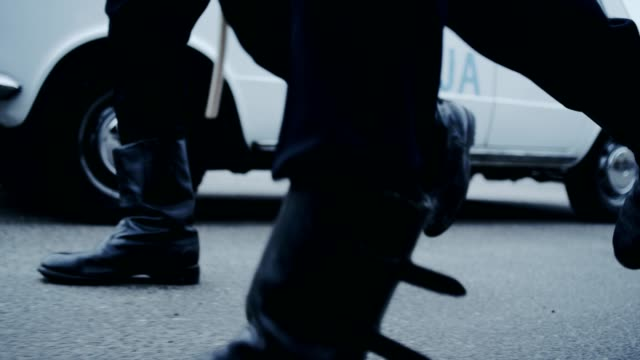 vídeos de stock e filmes b-roll de polish martial law 1981. socialist militia chasing student - guarda roupa