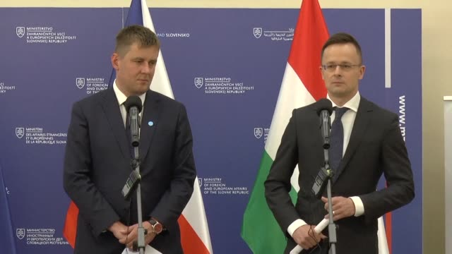 polish minister of foreign affairs jacek czaputowicz and his hungarian counterpart peter szijjarto respond to both their countries falling in the... - ungarn stock-videos und b-roll-filmmaterial