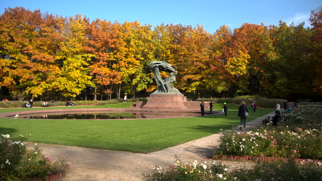 polish pianist frederic chopin monument in lazienki park, warszawa - eastern european culture stock videos & royalty-free footage