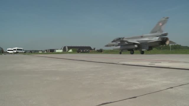 polish pilots taking off as part of us aviation detachment 143 and exercise eagle talon at lask air base poland - general dynamics f 16 falcon stock videos & royalty-free footage