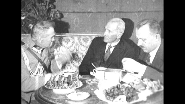 polish president ignacy moscicki, minister of war jozef pilsudski, and prime minister kazimierz bartel at dinner / note: exact day not known - warsaw stock videos & royalty-free footage