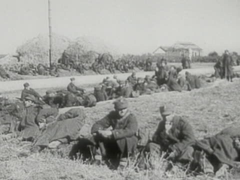 vídeos de stock, filmes e b-roll de polish prisoners of war during sovietgerman invasion of poland in 1939 - polônia