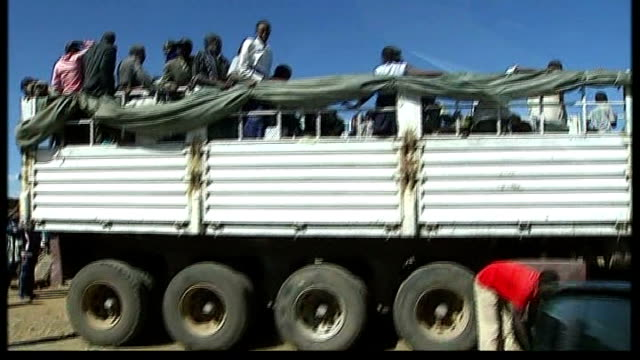 un calls for international action kenya rift valley molo ext displaced kenyan people crowded onto back of lorries with their belongings man directing... - anweisungen geben stock-videos und b-roll-filmmaterial