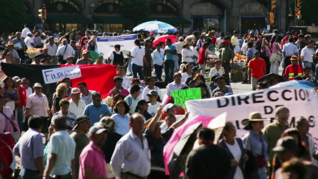 t/l, ms, political demonstration, zocalo, mexico city, mexico  - streikposten stock-videos und b-roll-filmmaterial