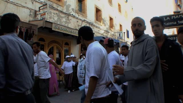 stockvideo's en b-roll-footage met ms political rally in medina, essaouira, morocco - politieke bijeenkomst