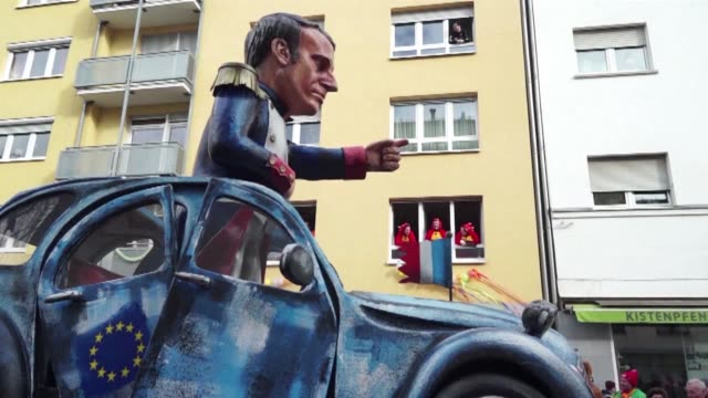 vídeos de stock, filmes e b-roll de political satire dominated the mainz parade for the annual rose monday carnival with the floats taking aim at world leaders including trump's... - satire