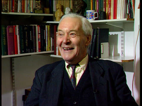vídeos de stock, filmes e b-roll de politicians and the moving image london w11 tony benn intvw we had 25 questions ready for him for 15min intvw and he polished them off in 12mins/... - tony benn