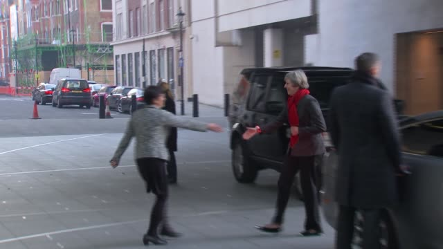 stockvideo's en b-roll-footage met politicians arriving for andrew marr show politicians arriving for andrew marr show england london photography *** arrivals at bbc broadcasting house... - andrew marr