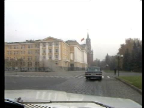 Arms Talks d USSR MS TRACK forward state cars away along ULM938 Moscow road towards Kremlin in b/g seen 20186 thru windscreen of car ITN