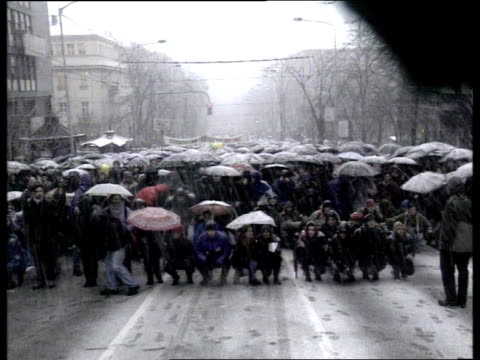 vídeos y material grabado en eventos de stock de belgrade demonstrations; politics: belgrade demonstrations; cf tape no longer available yugoslavia, serbia, belgrade lms demonstrators crouching down... - serbia