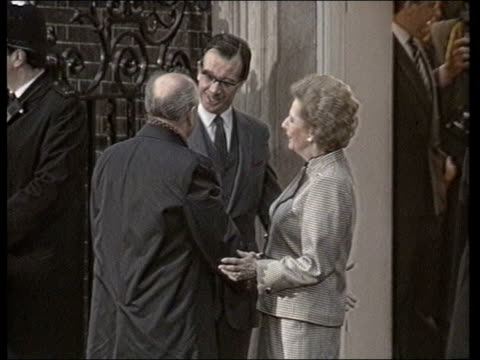 stockvideo's en b-roll-footage met british journalists expelled **** for f'back 6489 no 10 pm margaret thatcher photocall with soviet pres mikhail gorbachev tx6489 itn - margaret thatcher