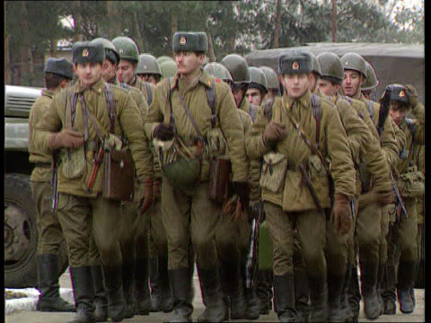 commonwealth of independent states proposals; soldiers in camouflage towards ) soldiers feet marching ) tx 6.11.91 troops marching r-l ) itn - independence video stock e b–roll