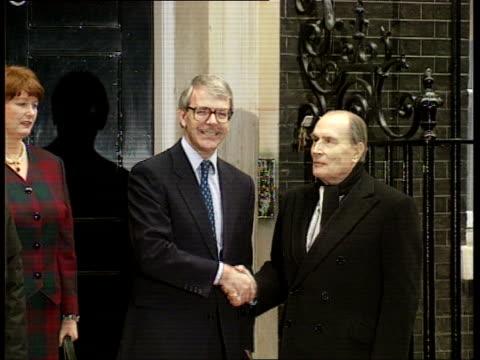 europe talks cf england london downing street no 10 cms john major shaking hands with francois mitterand outside no10 ms major and mitterand along to... - ジョン メイジャー点の映像素材/bロール