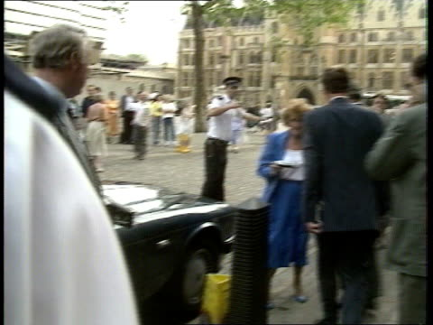 Expulsions Row EXT MS Sir Geoffrey Howe MP along to limo CMS Howe into limo