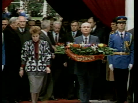 Gorbachev state visit YUGOSLAVIA Belgrade Tito's Tomb MS Mikhail Gorbachev amp wife Raisa along with others PAN LR to BV as they enter tomb MS...