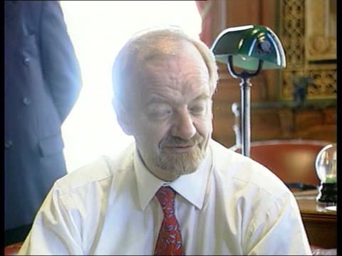 stockvideo's en b-roll-footage met government reshuffle itn foreign office ms baroness scotland of ashtal photocall with robin cook mp and others they are taking tea cms laughing... - politics and government