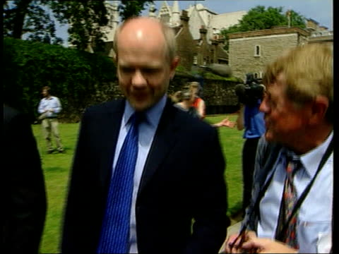 stockvideo's en b-roll-footage met hague calls for only english mps to vote on english matters itn westminster conservative party william hague mp along track parliament la ditto pan - william hague