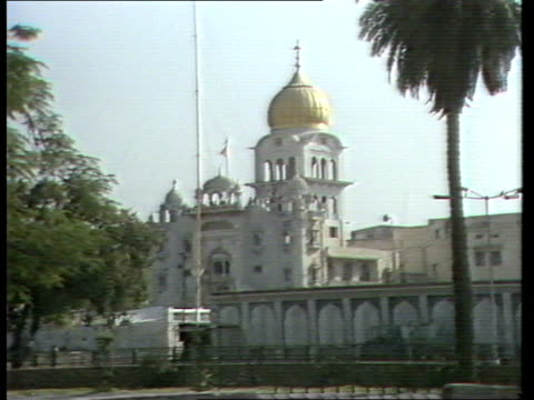 indira gandhi's assassination gv exterior sikh temple upitn gv mob milling about outside sikh temple - assassination stock videos & royalty-free footage