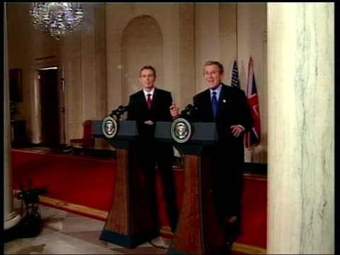 iraq summit in washington pool usa washington motorcade carrying pm tony blair towards as arriving at white house gv white house int ms tony blair mp... - bush stock videos & royalty-free footage