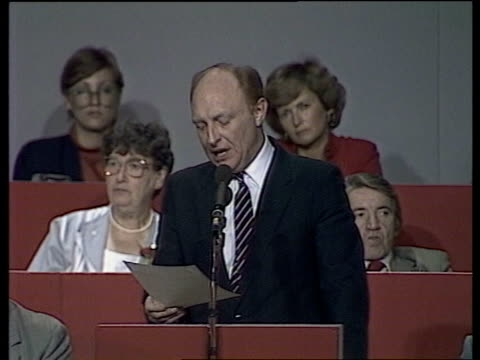 stockvideo's en b-roll-footage met labour party conference day 4 england bournemouth cms neil kinnock speaking at main conference while two of his critics joan maynard mp and dennis... - neil kinnock