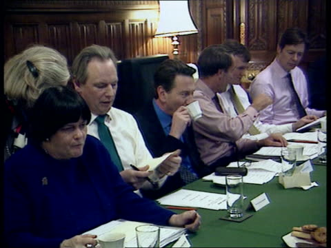 stockvideo's en b-roll-footage met lord archer faces expulsion from party itn gv william hague mp sitting round table with new shadow cabinet hague sitting at meeting gvs new... - william hague