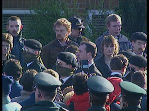 stockvideo's en b-roll-footage met politics mayhewspring meeting/gallagher funeral northern ireland belfast lms men carrying coffin of former inla chief of staff gino gallagher up... - irish national liberation army