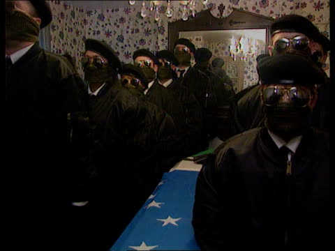 stockvideo's en b-roll-footage met politics mayhewspring meeting/gallagher funeral pool int ms men wearing masks and berets around coffin salute cms inla supporter wearing mask and... - irish national liberation army