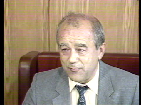 moscow gorbachev's perestroika ussr russia moscow intvw vitaly korotich chief editor sot inteeresting intelectual gorbachev paty conference very... - 改革点の映像素材/bロール