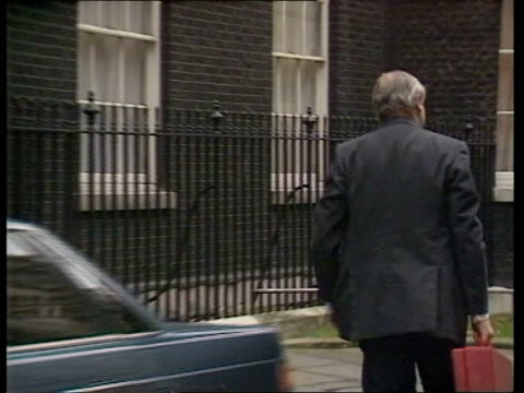 patrick ryan extradition moves england london downing st car pulls up sir patrick mayhew steps out along in bv pan rl as into no 10 cms side kenneth... - kenneth clarke stock-videos und b-roll-filmmaterial
