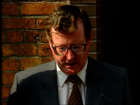 Politics Peace Deal/Orange Marches David Trimble MP statement SOT The executive committee of the Ulster Unionist council endorses party leader's...