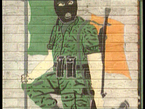 politics peace ira unipressed by latest statement lib northern ireland belfast ms mural showing hooded ira volunteer and 'pira' and detail of same... - 1916年点の映像素材/bロール