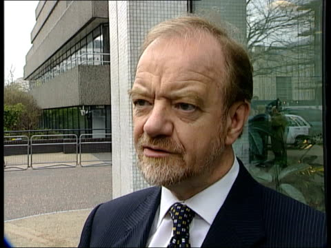 milosevic arrested; politics: serbia: milosevic arrested; itn england: london: ext robin cook mp interview sot - want people of serbia to learn truth... - mp stock-videos und b-roll-filmmaterial