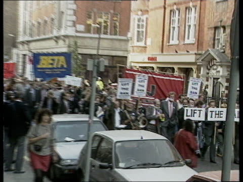 politics: sinn fein broadcasting ban: 1st anniversary; england, london, langham street broadcasting unions marching against ban marchers outside itn... - trade union stock videos & royalty-free footage