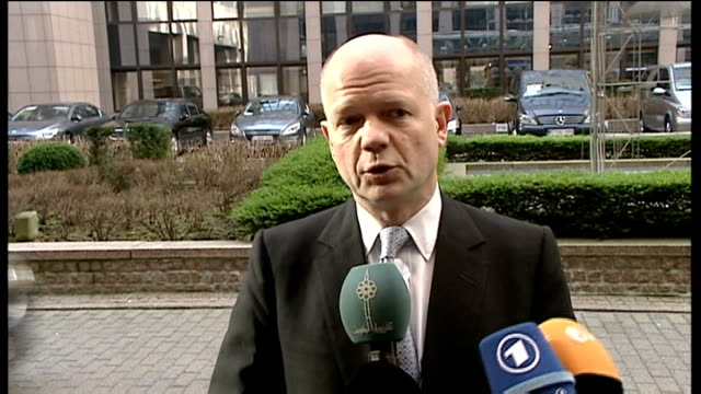 syria upsrising william hague interview belgium brussels ext william hague mp speaking to press as arriving at building sot have to wait for the... - 制裁点の映像素材/bロール