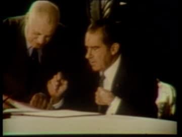arms talks: propaganda war; 1972 cms richard nixon ) lib mat signing anti-ballistic missile treaty ) pull out leonid brezhnev ) held signing treaty... - richard nixon bildbanksvideor och videomaterial från bakom kulisserna