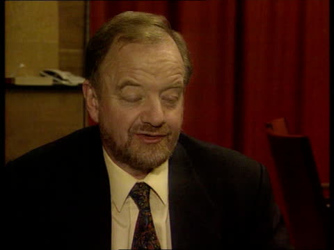 Weapons inspectors row ITN Robin Cook MP intvwd Nobody is ging to make a concession to Saddam Hussein