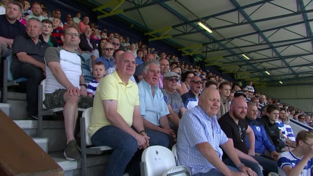 poll shows fans in favour of return of standing on the terraces england london shepherd's bush loftus road stadium ext various shots of qpr football... - クイーンズ パーク レンジャーズfc点の映像素材/bロール