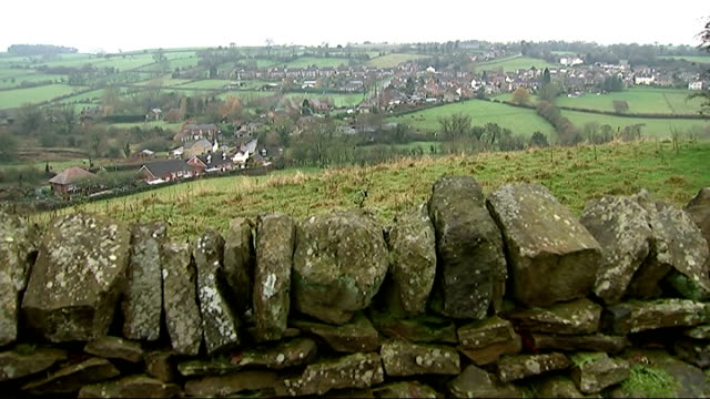 poll suggests labour is ahead of conservatives in 40 marginal constituencies england derbyshire amber valley ext sheep grazing in field near windmill... - 投票点の映像素材/bロール