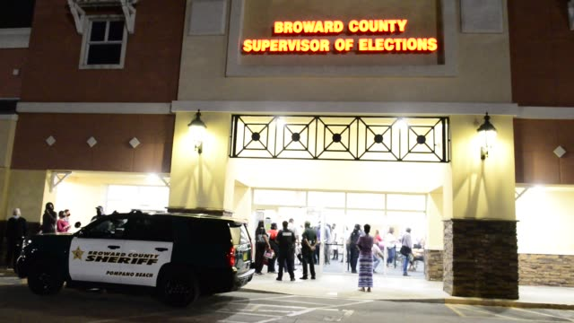 vídeos de stock, filmes e b-roll de polling clerks are seen by a long queue, without social distancing, in place to drop off the voting count receipt to broward county supervisor of... - florida us state