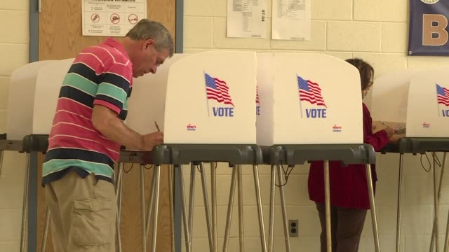 vídeos de stock e filmes b-roll de polling stations opened tuesday in maryland one of five us states voting in the days primaries which mark a critical juncture in the presidential... - maryland estado
