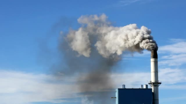 polluted smoke coming from an industrial smokestack - environmental damage stock videos & royalty-free footage