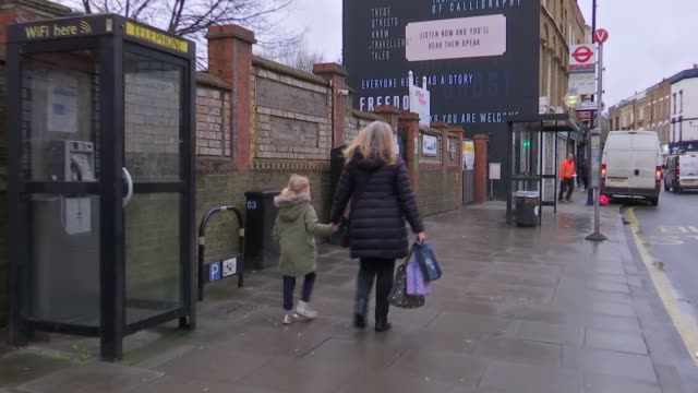 Pollution fears of parents at primary school in Stoke Newington ENGLAND London Hackney Stoke Newington William Patten Primary School EXT Exterior of...