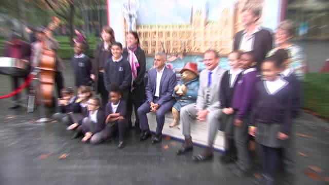 sadiq khan photocall with paddington bear and hugh bonneville / sadiq khan interview england london ext various shots of paddington bear popup set /... - sadiq khan stock videos & royalty-free footage