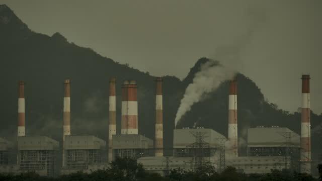 vídeos de stock e filmes b-roll de pollution - smoke physical structure