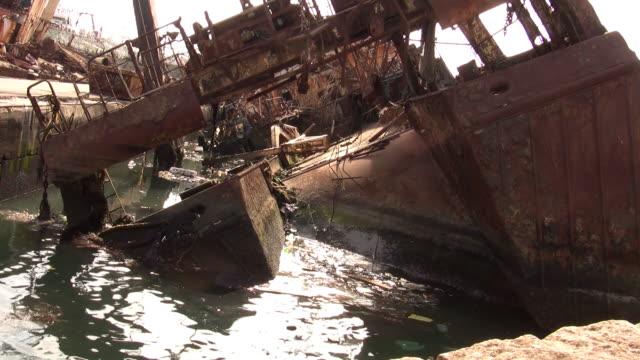 vídeos de stock, filmes e b-roll de poluição atmosférica - vazamento de óleo