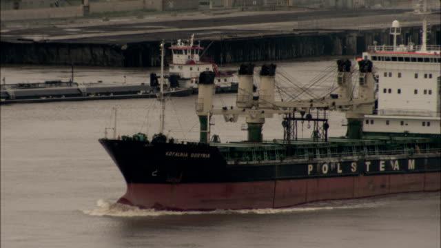 vídeos y material grabado en eventos de stock de a polsteam ship travels through the mississippi river in louisiana. available in hd. - río misisipí