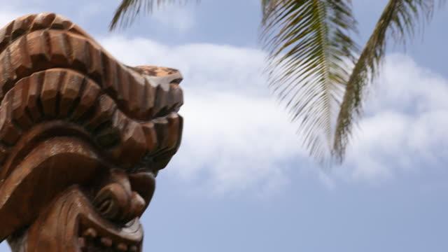 Polynesian Cultural Tiki talla en el North Shore de Oahu Hawaii